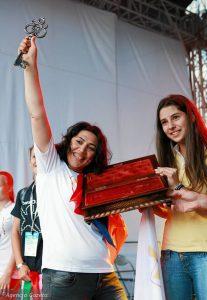 z20432099Q,Tereza-z-Armenii--z-lewej--w-imieniu-wszystkich-pr