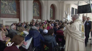 pope-francis-blesses-sick-fatima